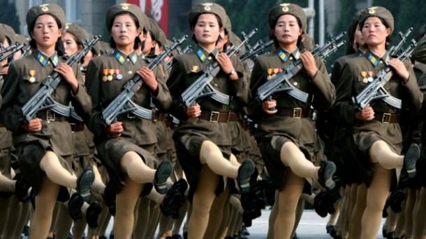 Elle erklärt nordkoreanische Soldatinnen zu Fashionistas des Jahres 2013