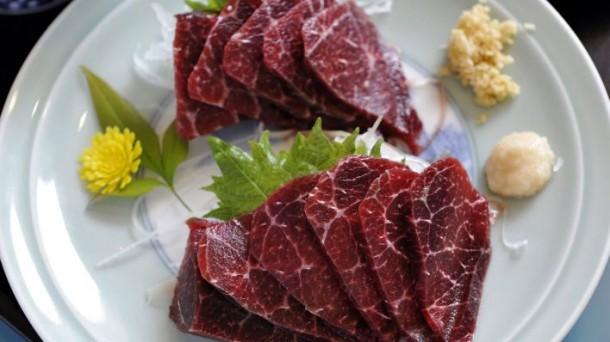 Zoll beschlagnahmt Walfleisch auf der Grünen Woche