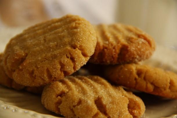 Vegan is awesome | Veganes Blitzrezept: Schmackhafte, herrliche Erdnusskekse ohne Mehl!