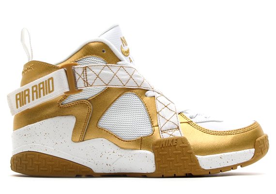 nike-air-raid-metallic-gold