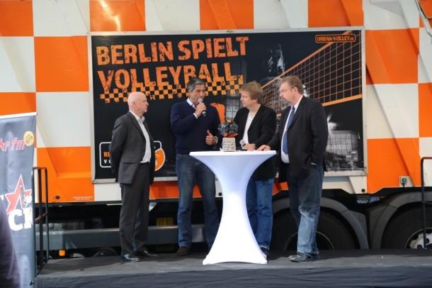 Berlin spielt Volleyball auf dem URBAN-COURT